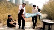 人魚族被雇傭兵瘋狂獵殺,八爪魚想把美人魚送走,卻被人類阻攔了