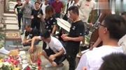 黃家駒47歲生忌葉世榮攜歌迷墓前祭拜...拍攝:黃富昌
