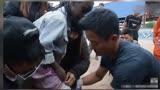 《战狼2》吴京因一黑人小孩受伤怒骂工作人员,网友却更心疼他!