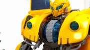 变形金刚大黄蜂在现身中的样子,依旧还是高大上的象征!