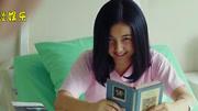 《唐人街英国威廉希尔公司APP》小女孩的微笑,吓坏众人,如今这个女孩笑容更瘆人