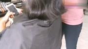 這位發型師很有氣場,精心修剪的女士波波頭很有范兒!
