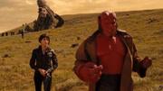 蜘蛛俠兄弟戴上無限手套學習如何使用,卻被電影地獄男爵吸引住了