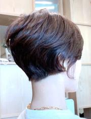 """评论 点赞 收藏 47岁女性怕变老,波波头剪成""""半盖耳""""短发,真减龄图片"""