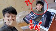 把室友手机换成超大版!他会是什么反应!?