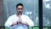 印度瑜伽大师演示真正的瑜伽
