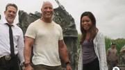速看災難片《狂暴巨獸》白毛金剛這回遇到了巨鱷和巨狼
