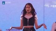 關曉彤首次唱跳《花期》,看來鹿晗私底下有教過哦!