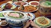 李安《饮食男女》开场的第一个做菜片段。