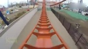 巨龍過山車一個向下俯沖,兩次360度回環,真正的驚險刺激