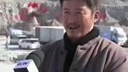 再次登上新闻联播,吴京坐姿依旧很军人,文章表示敬佩