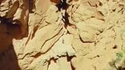 小伙戶外探險,右手被壓在巨石和巖壁之間,經過127小時斷臂求