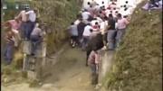 斗牛比赛:印度斗牛大会前奏,众人围观