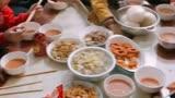 兩家人8個孩子在一起吃頓飯,就跟打仗似的