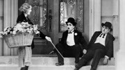 卓別林《淘金記》啃皮鞋經典橋段 1925年的電影看過沒