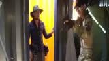 《战狼2》花絮中看吴京怎么说非洲拍摄!