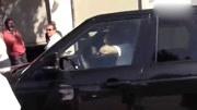 賈斯汀比伯前女友賽琳娜, 被打臉時的尷尬回應! 非常搞笑!