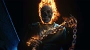 老外用10000根火柴组成了一个红色骷髅头,最后化身恶灵骑士
