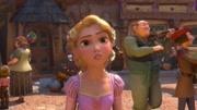 魔发奇缘:女巫偷走金发公主,将其抚养长大