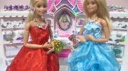 迪士尼兒童貼紙:三位美人魚公主穿上魚尾公主裙~哪位更漂亮呢?