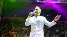这首歌完美体现了情歌王子祁隆的唱功,不愧是实力歌唱家
