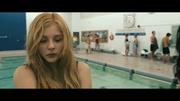一部经典恐怖片《魔女嘉莉》,少女不甘受辱,唤醒超能力疯狂报复