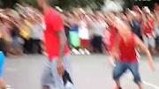 贾斯汀比伯校园突袭正在上音乐课的学生们,激动到哭