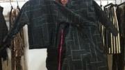 王宝强 刘昊然 肖央等主演都身穿一件军绿色风衣