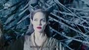 公主中了沉睡魔咒,变成睡美人,被女巫用真爱之吻吻醒
