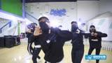 嘻哈幫街舞少女團炫酷舞動《偶像練習生》主題曲《EIEI》