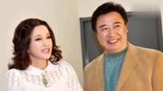 陳凱歌有兩任妻子,第一任妻子馮晃是一位才女,結婚沒幾年就離了,第二任陳紅結婚20年了恩愛如初。
