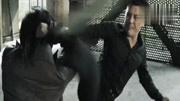 武林高手当超级保镖,脚穿100斤铁鞋还能一脚把人踢飞!