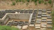 農民在自家房底發現古墓,守護墓中寶貝30多年