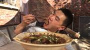 大廚教你經典川菜水煮牛肉,撒把刀口辣椒潑上滾油,流口水了