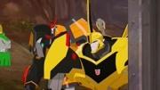 变形金刚大黄蜂变成汽车形态