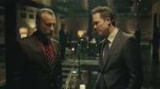 《疾速追杀2》顶尖杀手之间的对决,在地铁站互相射击还这么淡定