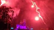 首發迪士尼燈光煙花秀,居然被我碰到了,超級贊