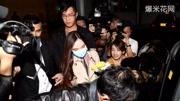 吴佩慈与男友携儿女现身游乐场 数名保镖时刻不离左右