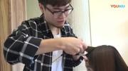 妹子中長發不想剪太短想燙頭發,發型師為她燙了個發尾卷美翻了