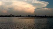 武汉天空现两朵蘑菇云