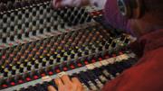 面筋哥在錄音棚,現場清唱《烤面筋》,調音師請你嚴肅點!