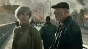 末日崩塌:世界末日海啸袭来,男子带着女儿上演惊险逃亡