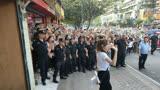 迪麗熱巴現身重慶錄制極限挑戰第五季,人民群眾好熱情啊!