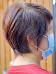 """评论 点赞 收藏 47岁女性头发一长就卷,到理发店剪款""""半盖耳""""短发图片"""