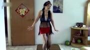 黑襪短裙小姐姐,在空曠的商場獨舞