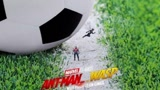 皮這一下很開心《蟻人2》新海報玩壞世界杯,踢假球動作太明顯