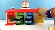 巴士汽车站玩具视频