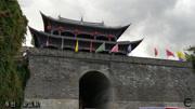 漫步在云南的大理古城,看看大理古城的繁華,古城的街道很繁華