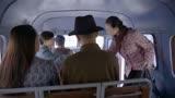 《惊蛰》女特工与女特工坐在同一辆车上,女特务火眼金睛a4yy最新电视剧图片