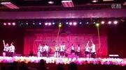 于和伟演唱《同桌的你》,感染的王丽坤跟唱起来,并赢得观众掌声